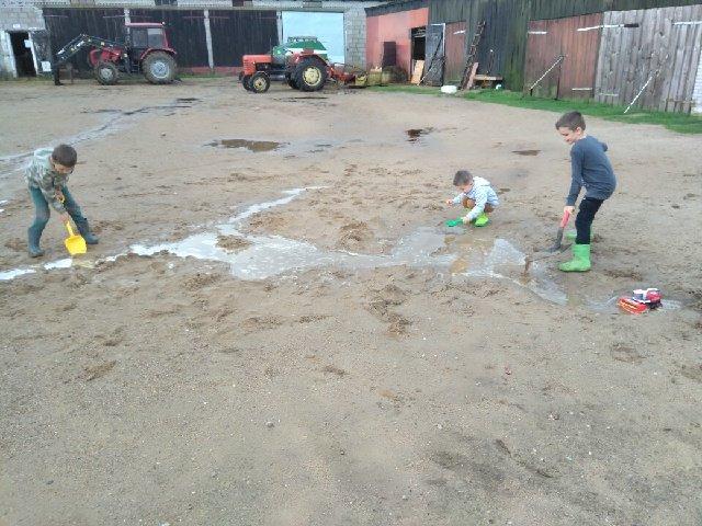 Jak dzieci ze wsi spędzają wakacje