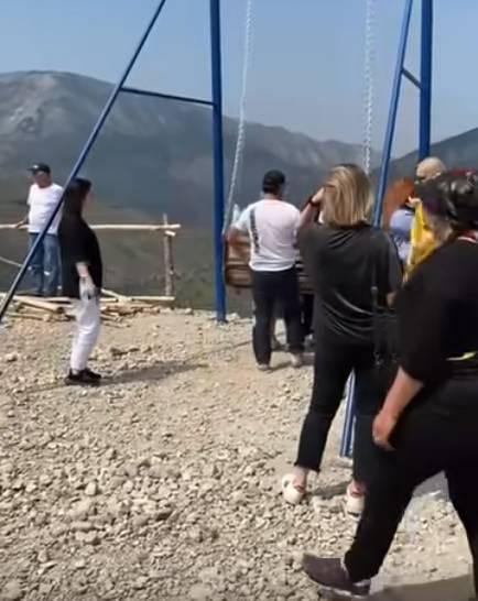 Turystki spadły z huśtawki