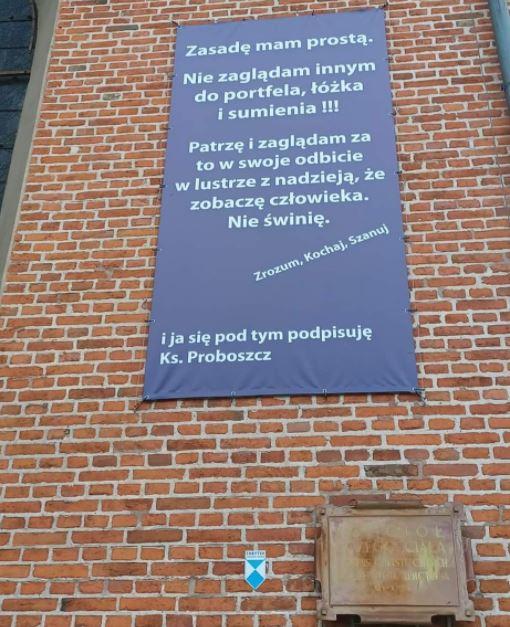 Baner na kościele w Gdańsku