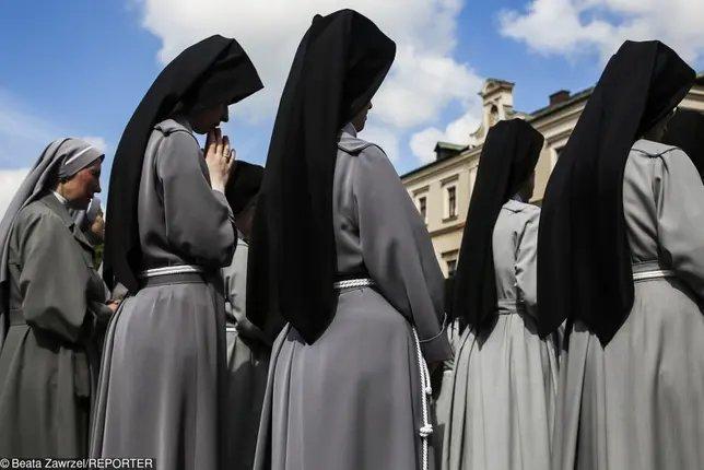 Ile zarabiają zakonnice