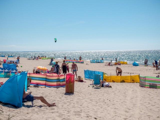 gołe dziecko na plaży 3