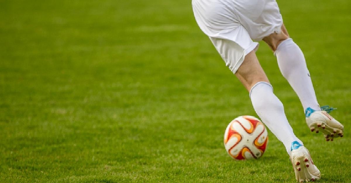Piłkarze urządzili orgię na stadionie